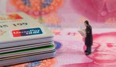 如何申请第一张信用卡?网申好还是柜台申请好